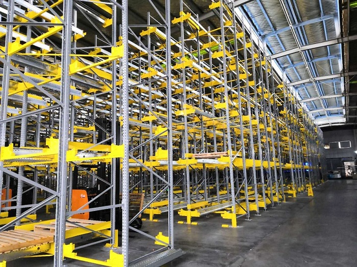 Pallet Shuttle for Leading Belt Webbing Manufacture