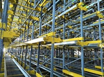 Pallet Shuttle for Leading Belt Webbing Manufacture