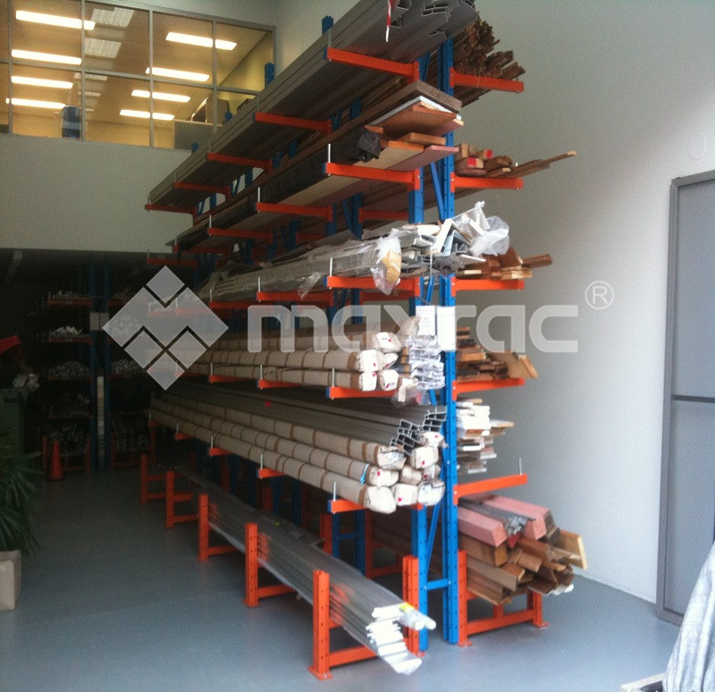 Internal Structure and Wide Advantages of Cantilever Wood Shelf