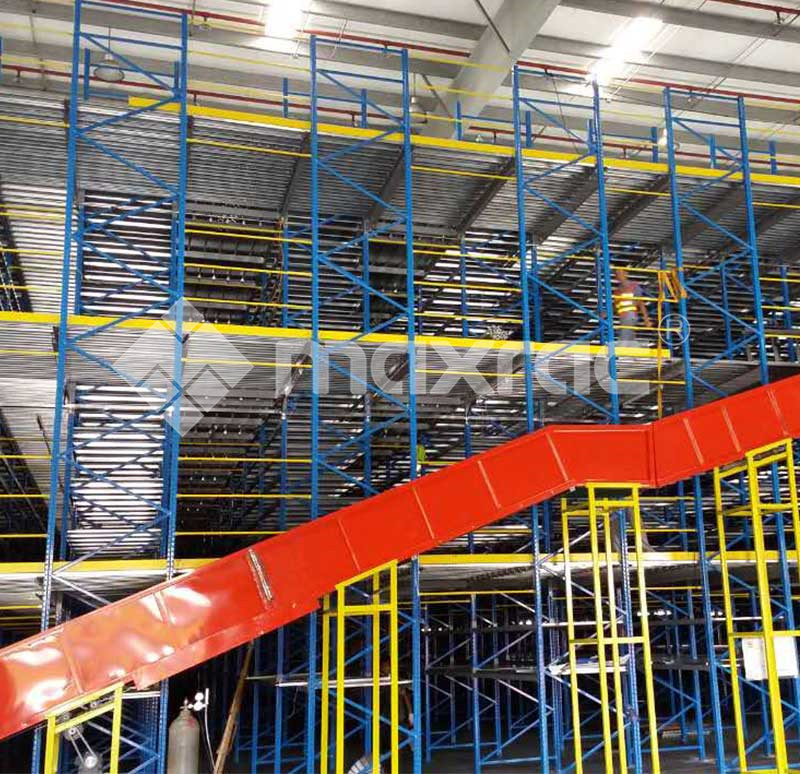 Racking supported mezzanine